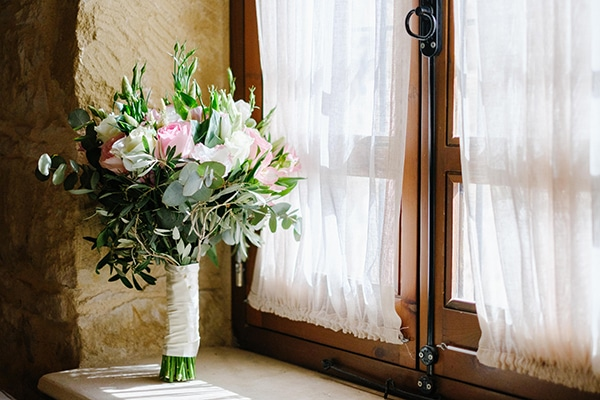 romantic-wedding-wooden-details-soft-pink-flowers_03