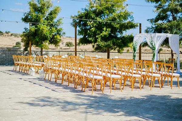 romantic-wedding-wooden-details-soft-pink-flowers_05