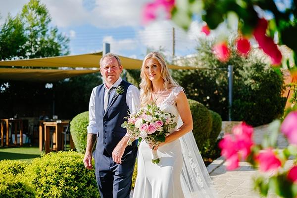 romantic-wedding-wooden-details-soft-pink-flowers_08