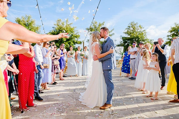 romantic-wedding-wooden-details-soft-pink-flowers_12
