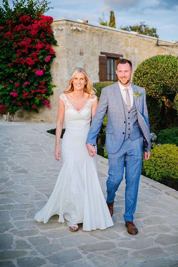 romantic-wedding-wooden-details-soft-pink-flowers_12x