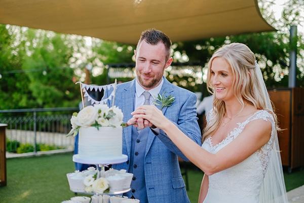 romantic-wedding-wooden-details-soft-pink-flowers_13