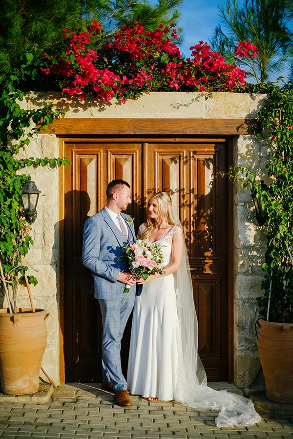 romantic-wedding-wooden-details-soft-pink-flowers_15