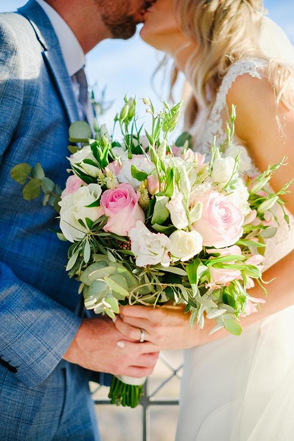 romantic-wedding-wooden-details-soft-pink-flowers_17