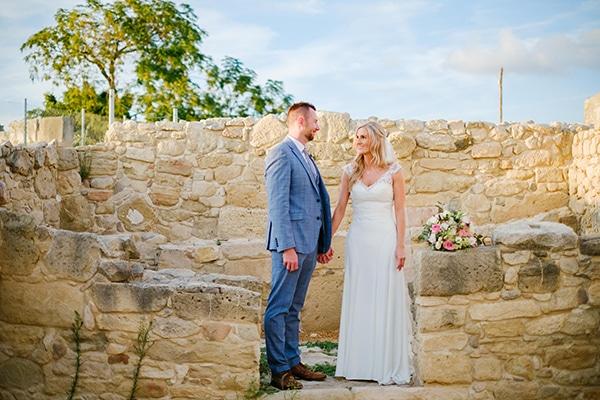 romantic-wedding-wooden-details-soft-pink-flowers_18