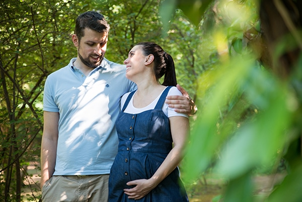 romantic-prenatal-session-park-_01