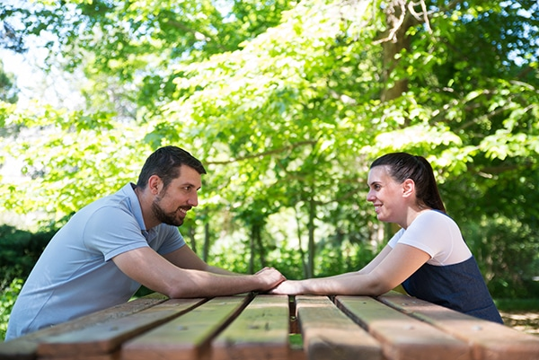 romantic-prenatal-session-park-_02
