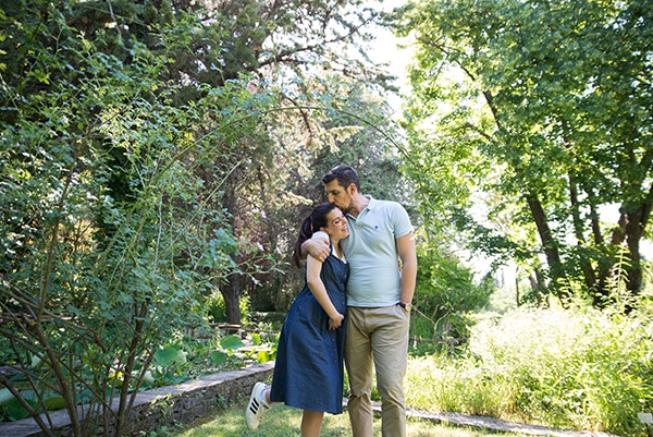 romantic-prenatal-session-park-_04