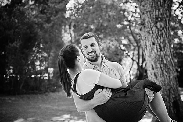 romantic-prenatal-session-park-_05