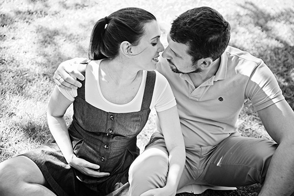 romantic-prenatal-session-park-_05x
