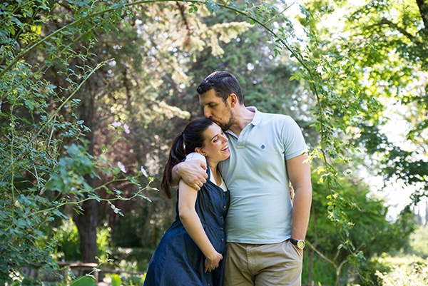 romantic-prenatal-session-park-_07x