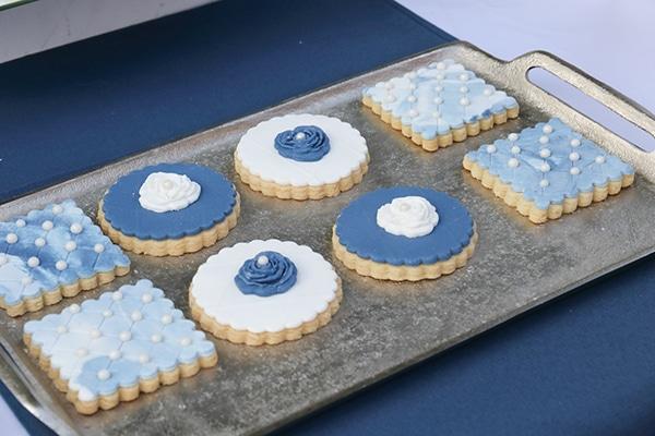 beautiful-fall-wedding-larisa-blue-white-hues-_05