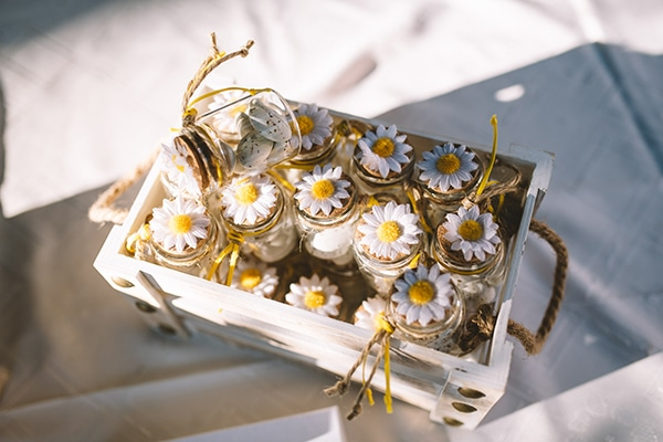 cute-baptism-decoration-ideas-theme-daisies-_04x