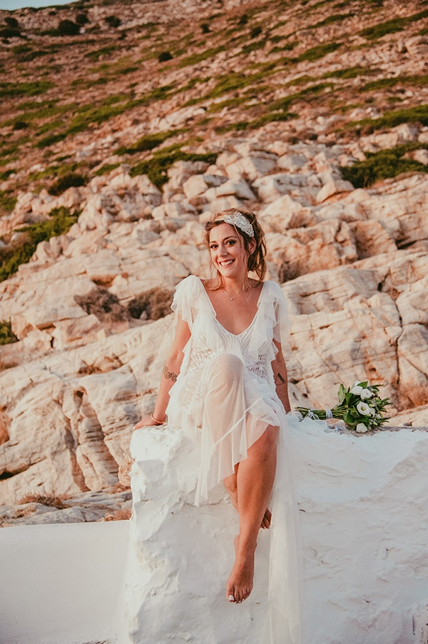 summer-wedding-sifnos-romantic-atmosphere-fairylights-_02x