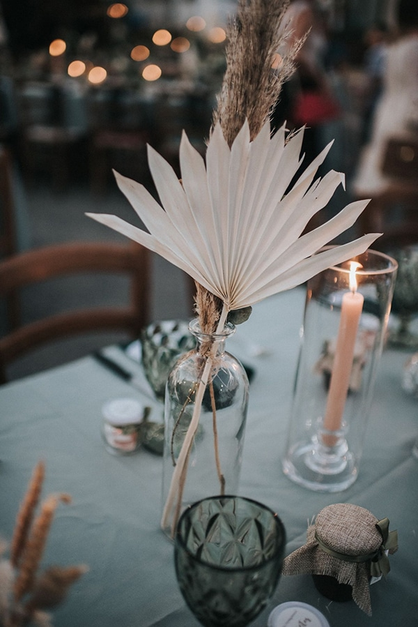 boho-romantic-baptism-ideas-decorations-pampas-grass-emerald-green-details-_06