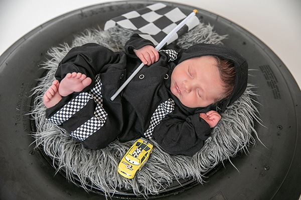 cute-newborn-photo-shoot-theme-racing-car_02x