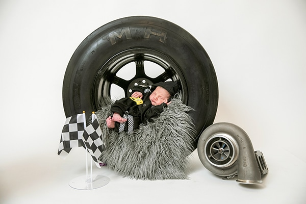 cute-newborn-photo-shoot-theme-racing-car_03x