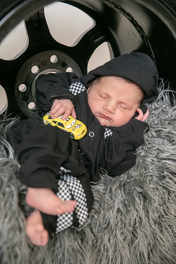 cute-newborn-photo-shoot-theme-racing-car_04