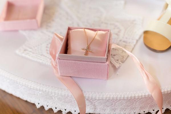 summer-girl-baptism-nicosia-roses-pink-hues_03x