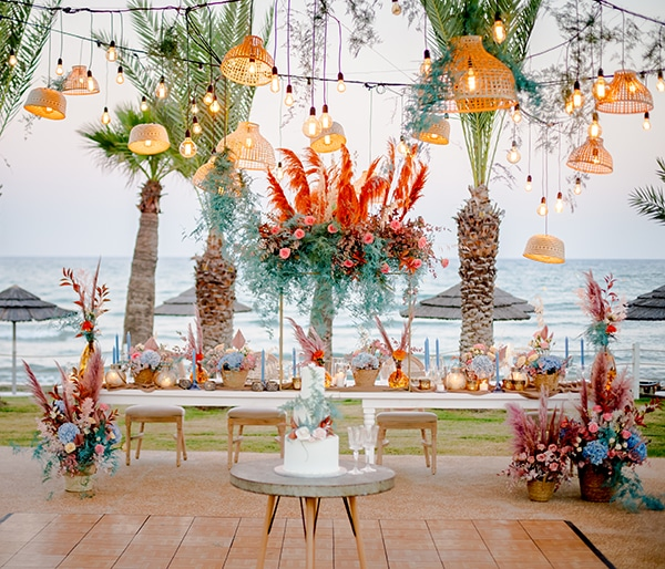 unique-wedding-decoration-ideas-bohemian-wedding-vivid-peach-hues-pampas-grass_01