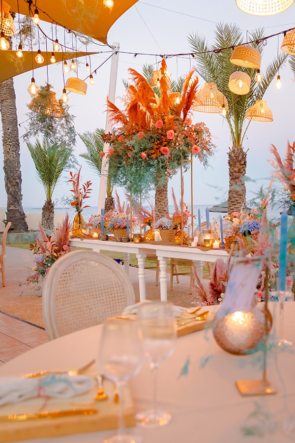 unique-wedding-decoration-ideas-bohemian-wedding-vivid-peach-hues-pampas-grass_01x