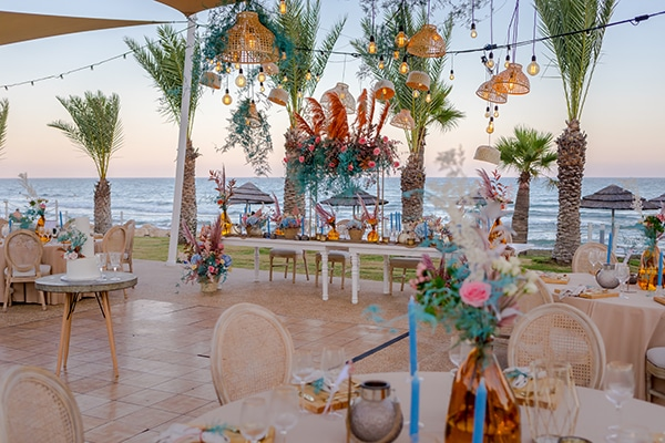unique-wedding-decoration-ideas-bohemian-wedding-vivid-peach-hues-pampas-grass_05x