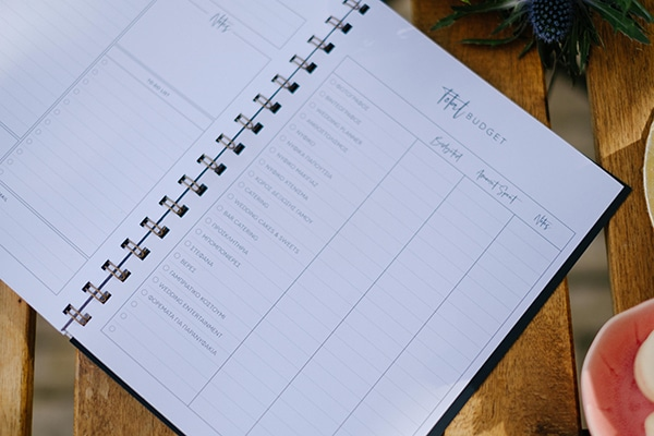 lavish-floral-pattern-wedding-notebooks-stylish-bride_04