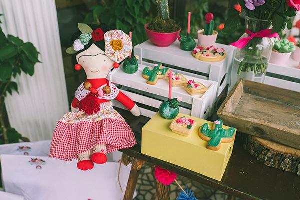 unique-colorful-girl-baptism-decoration-ideas-theme-frida-kahlo_08