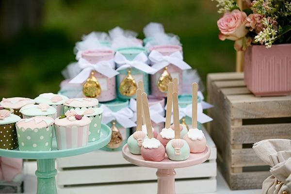 beautiful-inspiring-ideas-girl-baptism-theme-air-baloon_02