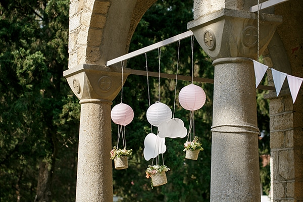 beautiful-inspiring-ideas-girl-baptism-theme-air-baloon_08