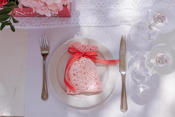 girly-baptism-decoration-ideas-pink-hydrangeas_03