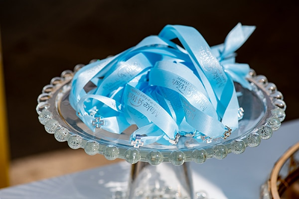 impressive-boy-decoration-ideas-blue-balloons-hydrangeas_03x