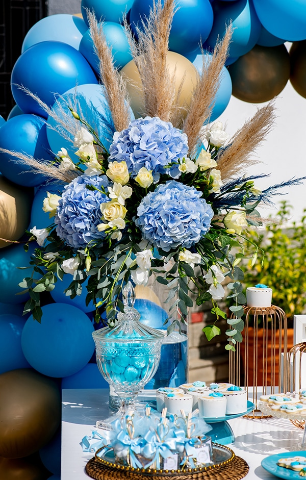 impressive-boy-decoration-ideas-blue-balloons-hydrangeas_06x