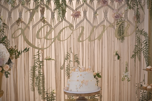 romantic-fall-girl-baptism-nicosia-gold-details-macrame_11