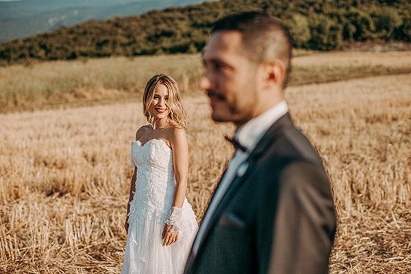 romantic-summer-wedding-larisa-beautiful-floral-arrangements_01x