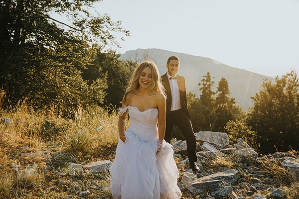 romantic-summer-wedding-larisa-beautiful-floral-arrangements_02x