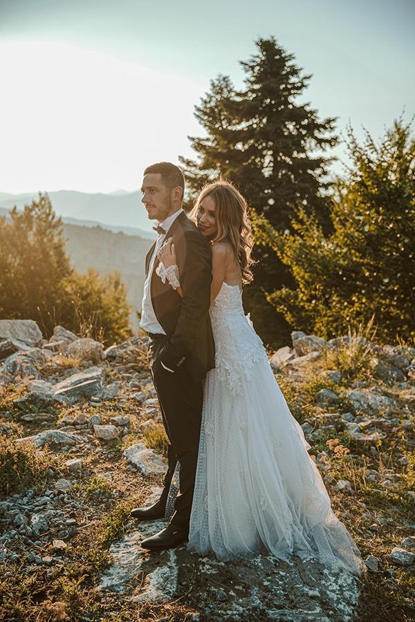 romantic-summer-wedding-larisa-beautiful-floral-arrangements_03x