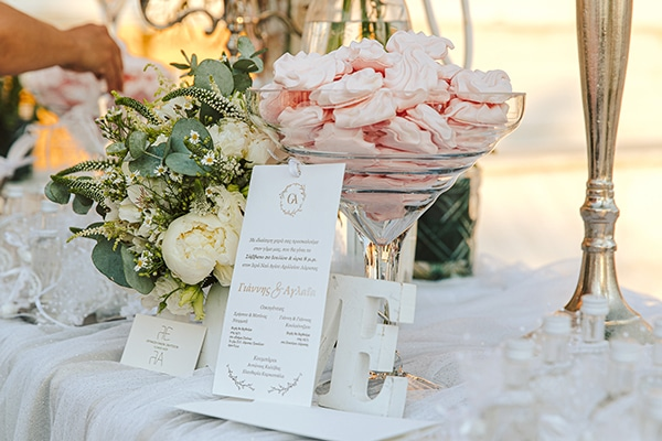 romantic-summer-wedding-larisa-beautiful-floral-arrangements_10x