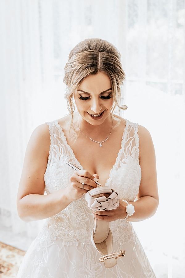 summer-wedding-serres-white-orchids-gold-details_04