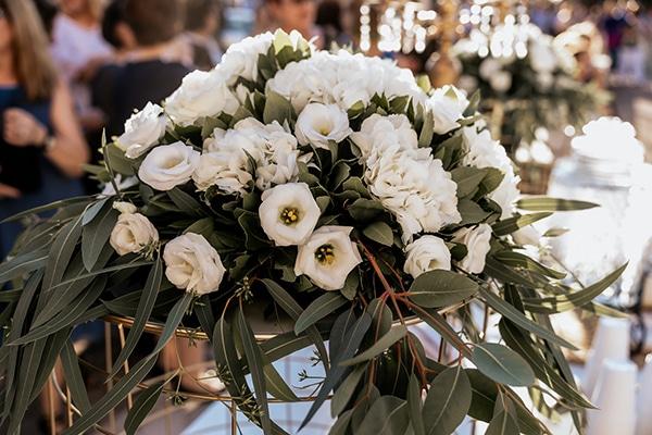 summer-wedding-serres-white-orchids-gold-details_06x