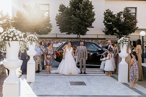 summer-wedding-serres-white-orchids-gold-details_16x