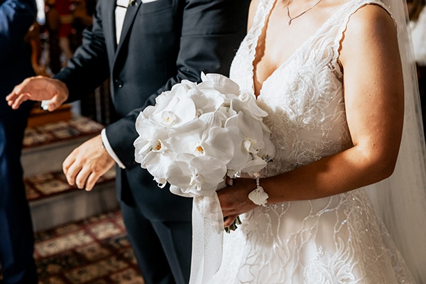 summer-wedding-serres-white-orchids-gold-details_20