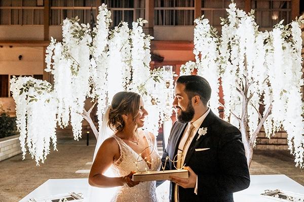 summer-wedding-serres-white-orchids-gold-details_22x