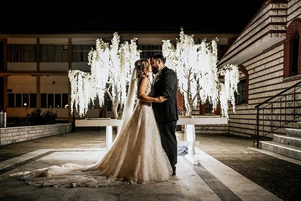 summer-wedding-serres-white-orchids-gold-details_26