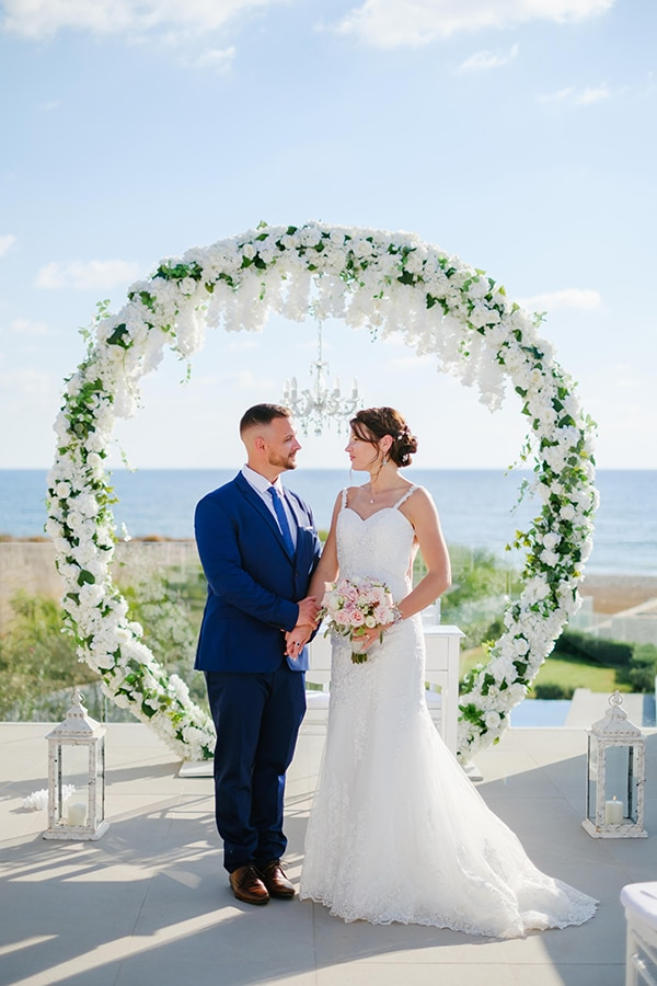 fall-wedding-paphos-white-green-hues_18