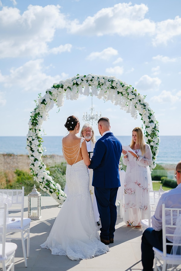 fall-wedding-paphos-white-green-hues_19