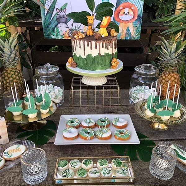 beautiful-decoration-ideas-tropical-themed-boy-baptism_03