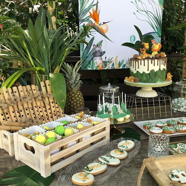 beautiful-decoration-ideas-tropical-themed-boy-baptism_04x