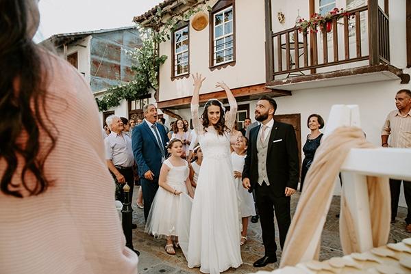 summer-traditional-wedding-lysianthus-roses-decoration_13