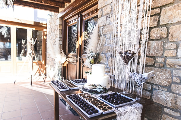 winter-wedding-chalkidiki-incredible-boho-setting-white-hues_16